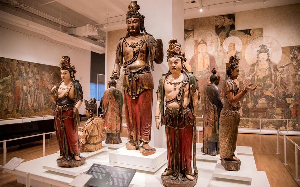 ستونهای چوبی بومیان چگونه به موزه انتقال یافت؟ آیا از تمدنهای خاورمیانه، از مسجد و بازار و خانقاه هم در موزه اثری هست؟