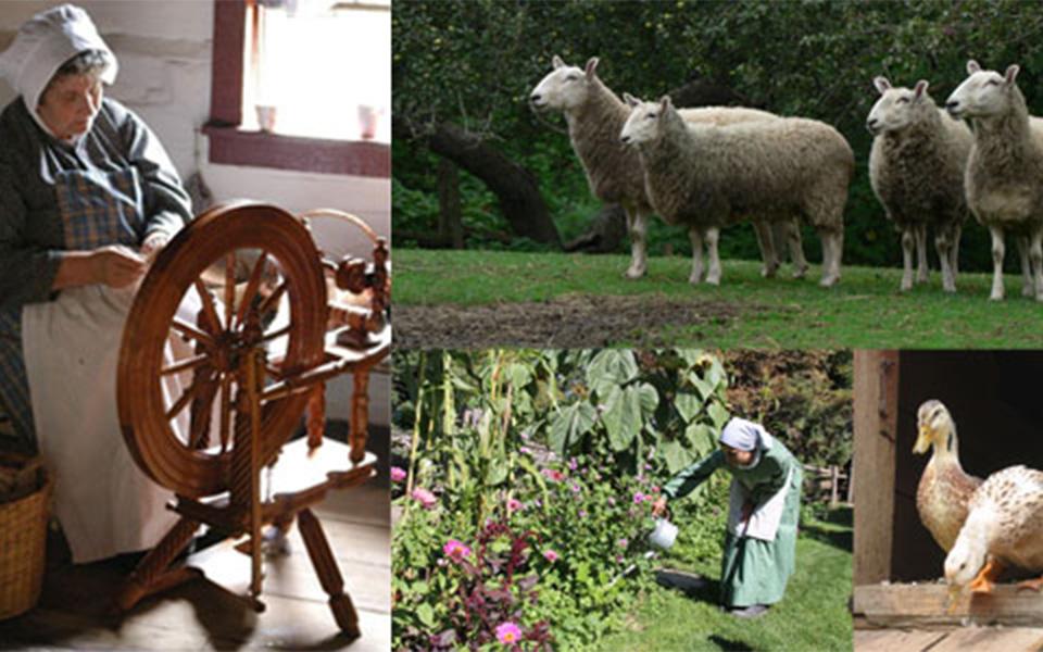 در این خانه خانم مکنزی آثار دستی زیبایی با استفاده از نخ و سوزن را به بازدیدکنندگان عرضه می کند.