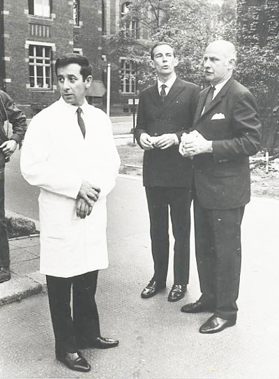 پروفسور برنارد اولین پیوند قلب را در دسامبر 1967 و پروفسور ناصری با همکاری پروفسور Buecherl در سال 1969 در برلین انجام داد. کریستین برنارد (وسط) در بیمارستان وستند برلین با مجتبی ناصری (چپ) و پروفسور Buecherl(سال 1969)