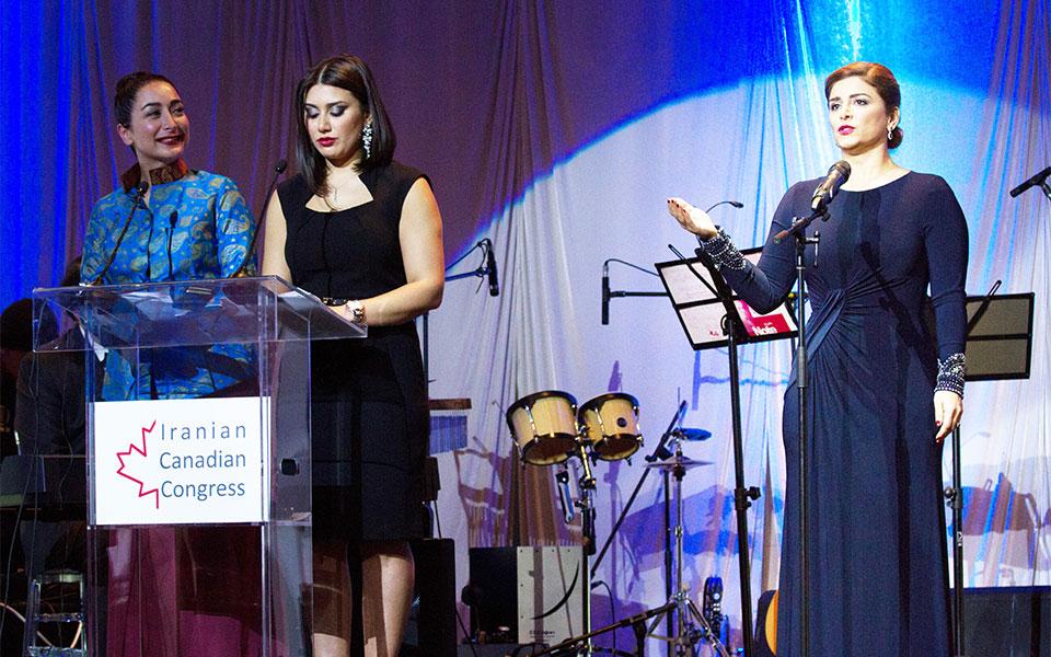 اجرای سرود اُ ـ کانادا توسط آفرین منصوری ـ عکس از پویا میری