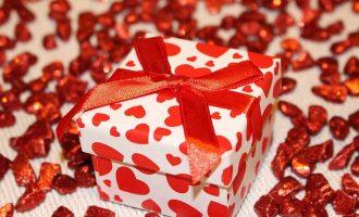 با خرید یک بیمه عمر برای خودتان با معنی ترین و فروتنانه ترین هدیه ممکن را به همسر و خانواده تان هدیه کنید و همه را سورپرایز نمایید.