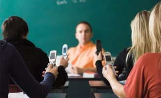 توصیه جدید پژوهشگران این است که جلوی تکنولوژی را در کلاسها نبندید، اما استفاده از سلفونها کاملن تحت ضوابط و دستورالعمل باشد.