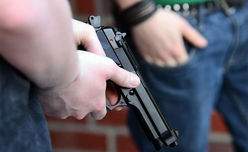 تحقیقات نشان می دهند کودکان در خانه های دارای اسلحه احتمال بیشتری دارد که به طور تصادفی ـ غیرعمدـ هدف گلوله قرار بگیرند