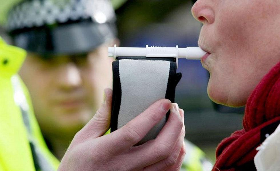 تست گرفتن به طور تصادفی مانع از مصرف الکل یا مواد مخدر توسط کارکنان در ساعات نزدیک به شروع کارشان می شود.