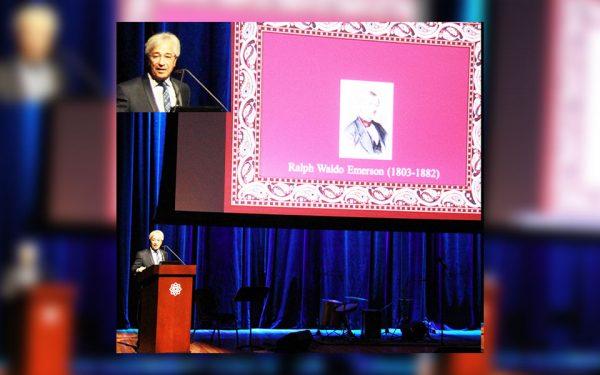 جمعه 12 می 2017 ـ موزه آقاخان تورنتو ـ پروفسور ناصر کنعانی مطالبش درباره حافظ را با کمک اسلایدشو به انگلیسی به حاضران ارائه می کند.