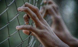 وکلا معتقدند سیستم علیه بازداشت شـدگان عمل می کند.