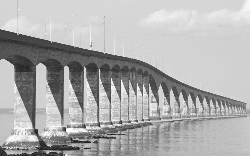 این پل جزیره پرینس ادوارد را به سرزمین اصلی کانادا وصل می کند.