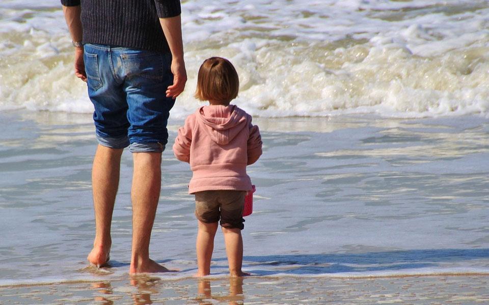 هم برای پدر های جوان تر و هم آنهایی که به سن بازنشستگی نزدیک می شوند. داشتن بیمه ای  در زمان ابتلا به بیماریهای سخت ضروریست.