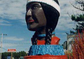 مجسمه دختر بومی