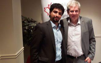 چارلی انگس کاندیدای رهبری حزب نیودموکرات کانادا (راست) و پویان طبسی نژاد رئیس سیاستگزاری کنگره ایرانیان کانادا