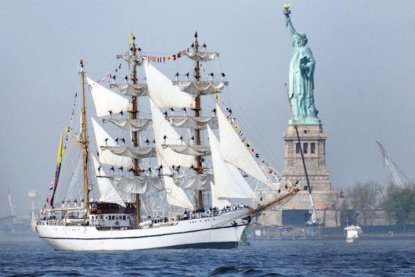 نیویورک در دهانه رود معروف هادسن واقع شده.