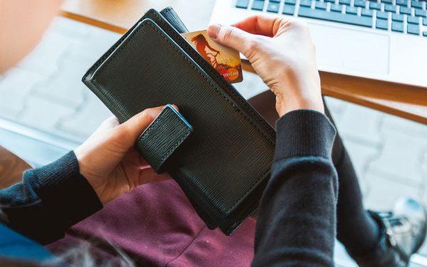 برای بانک خوش حساب بودن و به موقع پرداخت کردن وامتان اهمیت دارد نه منبع آن.