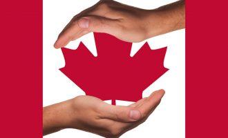 موارد دادگاهی در طی سی سال گذشته چنین مقرر می دارند که افراد دارای اقامت دائم کانادا تحت پوشش منشور حقوق و آزادیهای کانادا هستند
