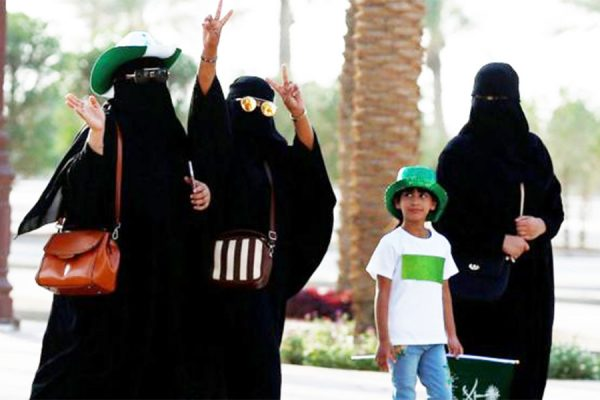 عربستان در اواخر سال ۲۰۱۵ نیز برای اولین بار به زنان اجازه رای دادن داد.
