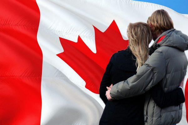 برای اسپانسر کردن همسر یا پارتنری که در خـارج از کـانـادا زندگـی مـی کند، شما می توانید از همان خارج کانادا تقاضا بدهید