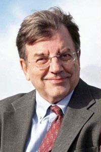 مایکل هادسن پروفسور اقتصاد دانشگاه میسوری در کانزاس سیتی بود؛ نویسنده کتابهای متعدد درباره وضعیت اقتصاد سرمایه داری و بازار بورس و آینده جهان گرفتار قرض و وام و بدهی.