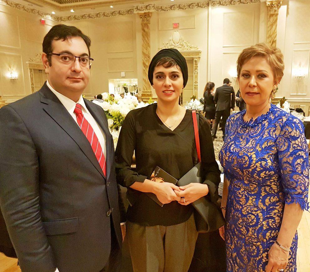 از چپ: جوزف امینیان، خانم پگاه آهنگرانی کارگردان و بازیگر برجسته سینمای ایران، و خانم سوسن سالک.