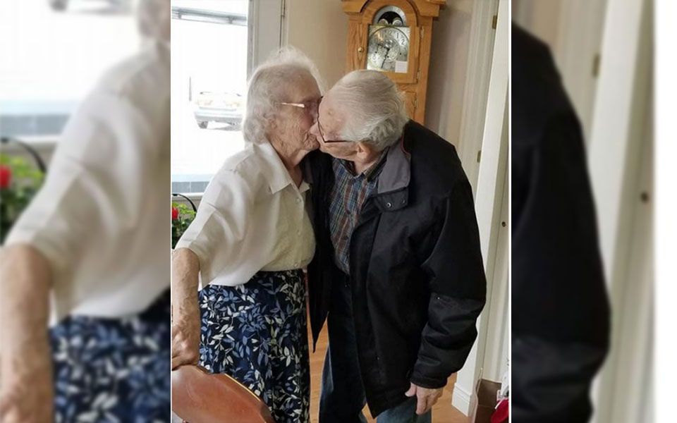 هربرت و آدری گوادین بعد از هفتاد و سه سال زندگی در کنار یکدیگر با این بوسه از هم جدا می شوند.(عکس از صفحه فیس بوک دخترشان دایان گوداین)