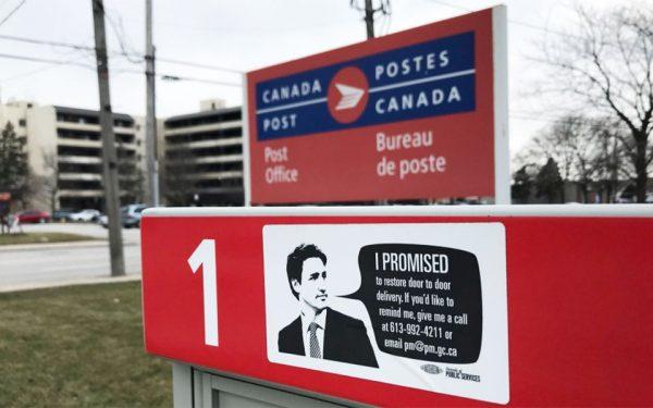 دولت لیبرال جاستین ترودو در جریان مبارزات انتخاباتی سال 2015 قول داده بود که در صورت پیروزی برنامه Community Mail Boxes  را به عقب براند.