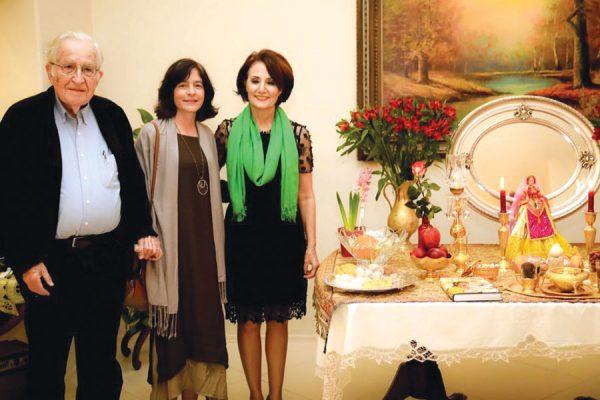 (از راست):  پروفسور سیمین کریمی، والریا واسرمن، و پروفسور نوام چامسکی