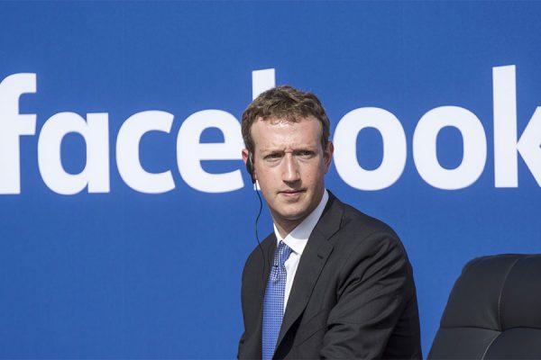 مارک زوکر برگ رئیس فیسبوک از همه معذرت خواسته