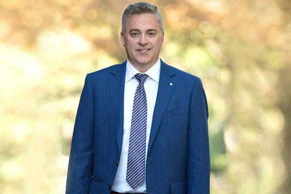 مایکل هریس نماینده حزب محافظه کار پیشرو انتاریو
