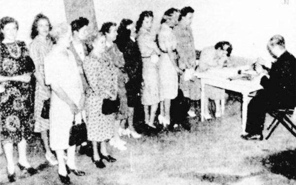26 اپریل  1918:  زنان نواسکوشیا حق رای به دست آوردند.