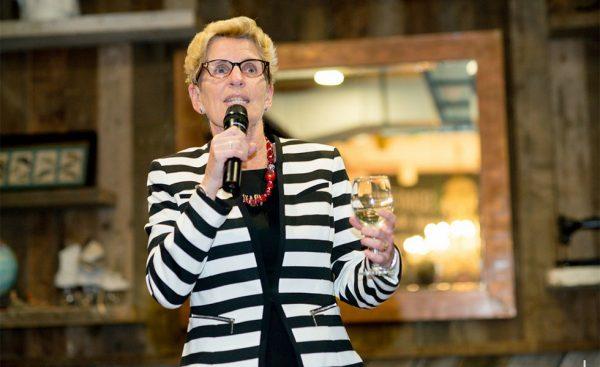 خانم کاتلین وین نخست وزیر انتاریو در این رابطه گفت هدف از مقررات جدید انتاریو این است که میدان بازی برای دو طرف هم سطح باشد؛ و اگر ایالت نیویورک قانونش را لغو کند انتاریو نیز این مقررات را حذف خواهد کرد.