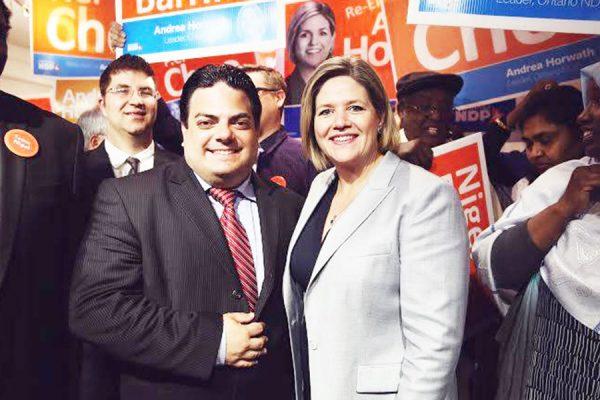 (چپ) مارکو کوله تا در کنار آندریا هوروات رهبر حزب ان دی پی