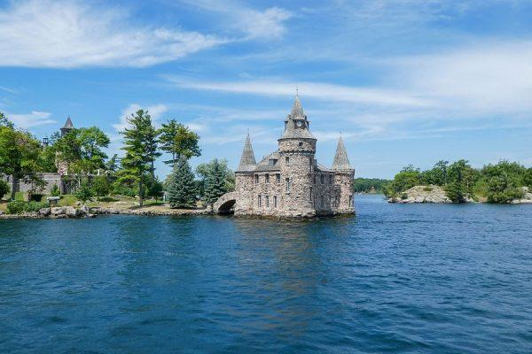 تعداد واقعی جزایر بیشتر از 1000 است اما فقط آنهایی  به حساب می آیند که حداقل دو درخت روی آنها روئیده باشد