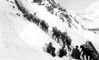 هزاران نفر برای کشف طلا عازم یوکان در کانادا شدند. عکس از ویکی پدیا