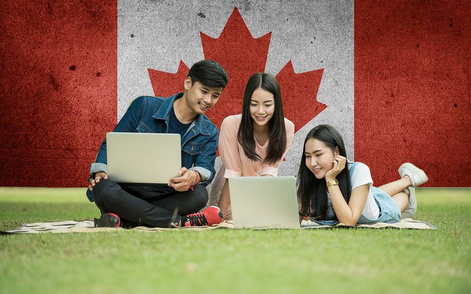 بعد از آنکه دانشجو کانادا را برای تحصیل انتخاب می کند، و سپس پذیرش دریافت می کند،  باید مجوز تحصیل (ویزای تحصیلی) دریافت کند.