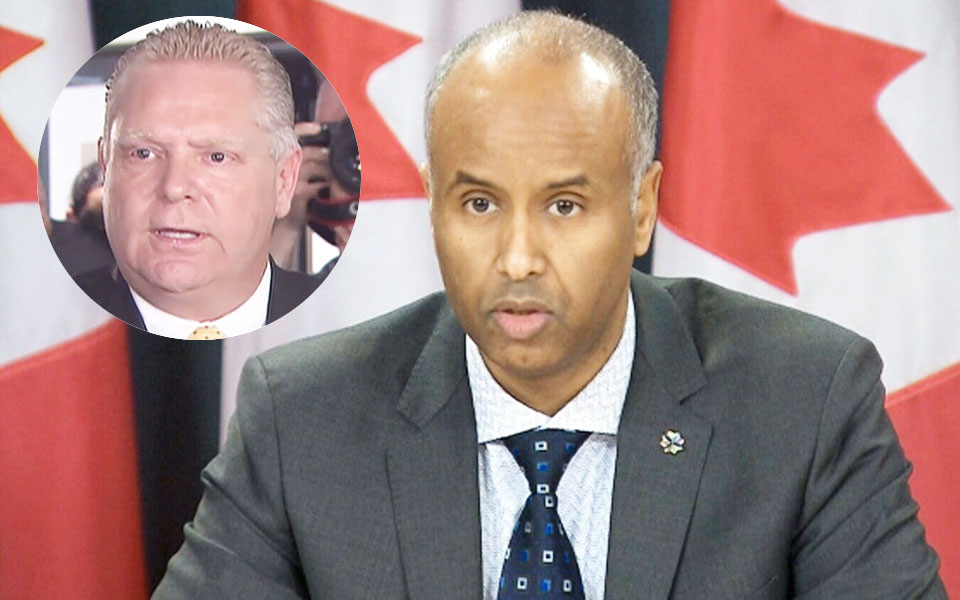 راست ـ احمد حسین وزیر مهاجرت کانادا