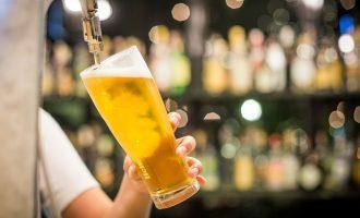 داگ فورد قول داده که عرضه آبجو و شراب در فروشگاههای معمولی را هم توسعه دهد.