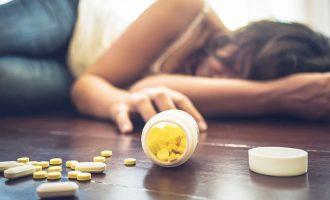 به گفته پزشک قانونی بی سی، به طور متوسط روزی 4 نفر در بریتیش کلمبیا به خاطر مصرف مواد مخدر اوپیود جانشان را از دست می دهند.