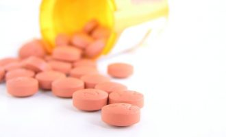 این آژانس می گوید همه داروهای فرا خوانده شده حاوی نوعی از «وال سارتان» هستند که توسط یک کمپانی داروسازی در چین تولید می شده.