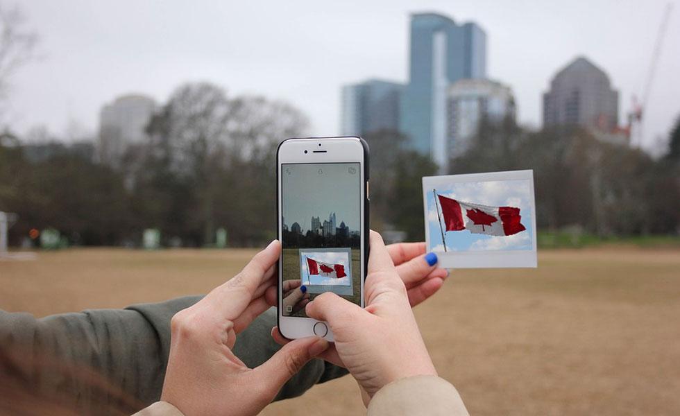 کانادا در سال 2014 دو برنامه دیرپای فدرال برای جذب مهاجران کارآفرین و مهاجران سرمایه گذار را متوقف کرد.