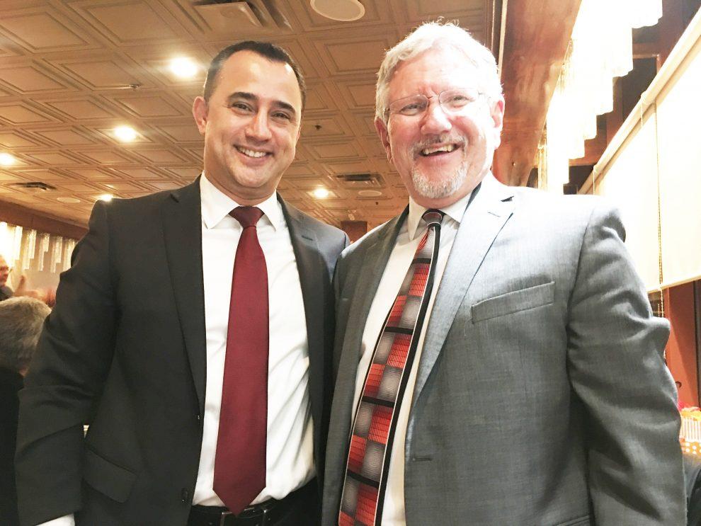 دیو بارو شهردار ریچموندهیل در کنار مایکل پارسا نماینده ریچموندهیل ـ اوک ریجز ـ آرورا در مجلس کانادا