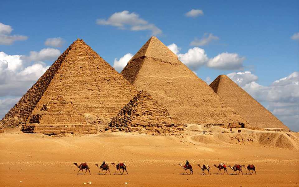 egypt-cairo-pyramids-of-giza-and-camels-2