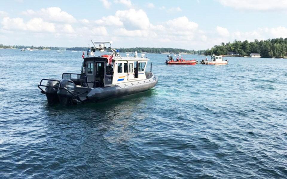 دهها تن از مردم و تیم های داوطلب غواص و غواصان ارتش، و هلی کوپترهای پلیس و گارد ساحلی کانادا در عملیات جستجو شرکت داشتند
