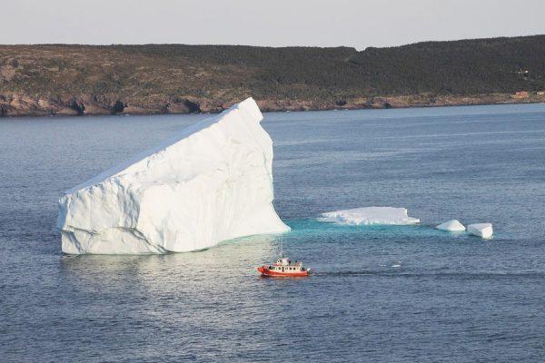 این کوه یخ در اپریل 2017 در سواحل نیوفاندلند جا خوش کرد