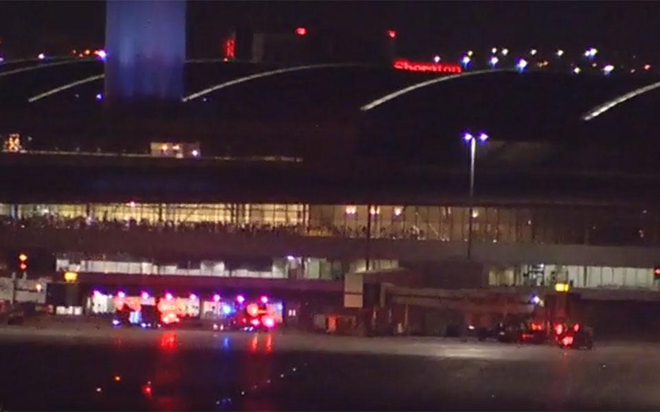 نمایی از فرودگاه پیرسون در شب حادثه