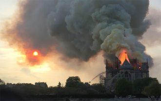 کلیسای جامع نوتردام پاریس معروف ترین کلیسای جهان می باشد.