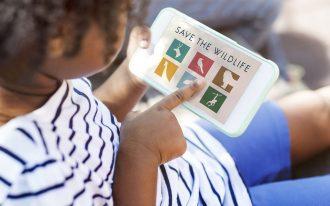 حواس پرتی کودکانی که زیاد موبایل و تلویزیون می بینند زیاد می شود
