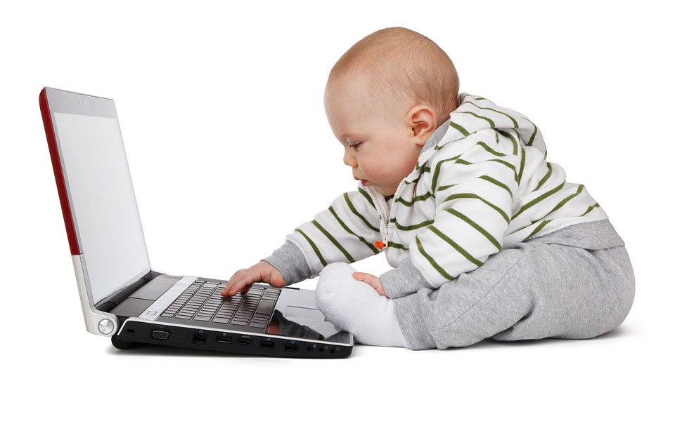 راهنمای تماشای اسکرین برای کودکان زیر پنج سال بیرون آمد