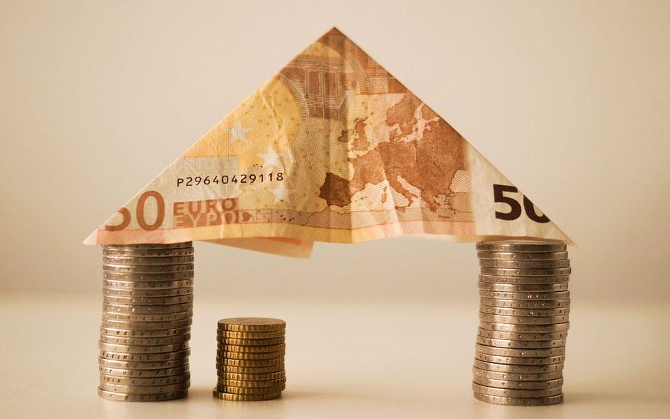 بانک از هر گونه پیش بینی درباره احتمال افزایش نرخ بهره پایه در آینده نزدیک خودداری کرده.