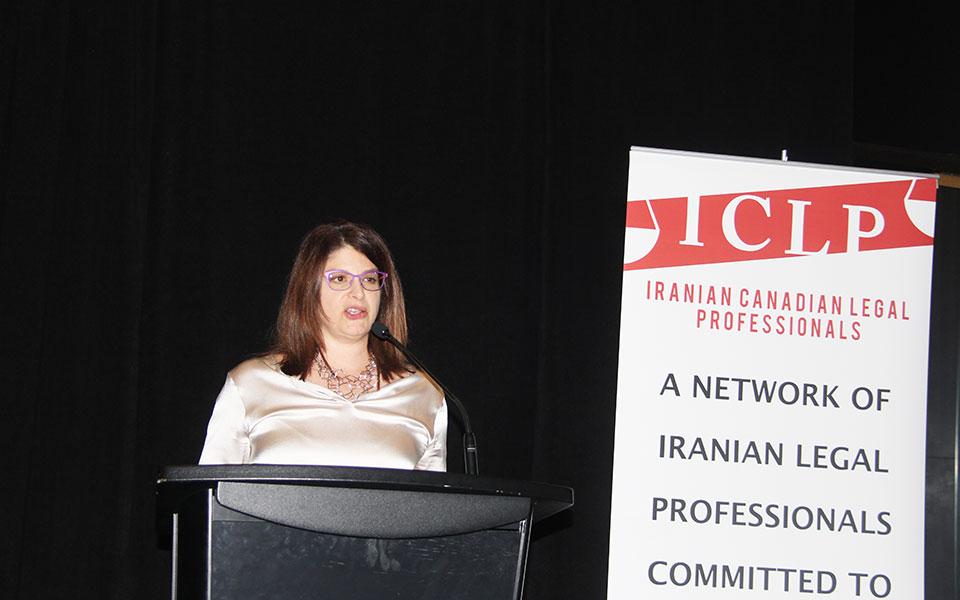 قاضی جاسمین علی اکبر، تجارب تلخ و شیرین خود به عنوان حقوقدان مهاجری که به موفقیتهای چشمگیر رسیده  را با وکلای جوان ایرانی ـ کانادایی در میان گذاشت.