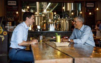 جاستین ترودو و اوباما در یک کافه دنج در حال گپ زدن
