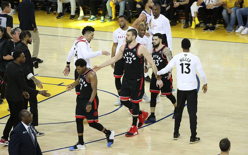 تیم بسکتبال رپترز تورنتو به مصاف تیم گولدن استیت واریورز کالیفرنیا می رود